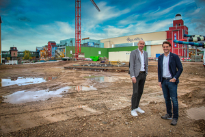Der geschäftsführende Gesellschafter des Europa-Park Thomas Mack und Oliver Altherr, CEO von Marché International, am zukünftigen Standort von Eatrenalin.
