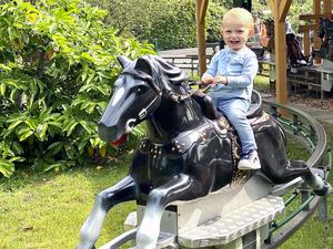 Sehr beliebt bei Kindern, die Pferdereitbahn.