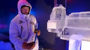 Live-Schnitzen mit Andrius Petkus in der 15. Eiswelt Rövershagen