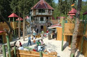 Zu den vielen Freizeitangeboten im Park gehört auch die Burg Drago.