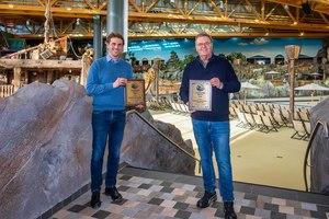 Thomas und Roland Mack freuen sich über den Leading Edge Award für Rulantica