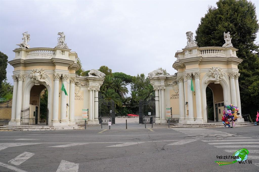 Bioparco di Roma - 2018: Ein durchaus pompöser Eingang begrüßt die Besucher des Bioparco di Roma
